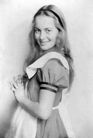 Bye bye Olivia. Olivia de Havilland 1933 - frontrow.dk